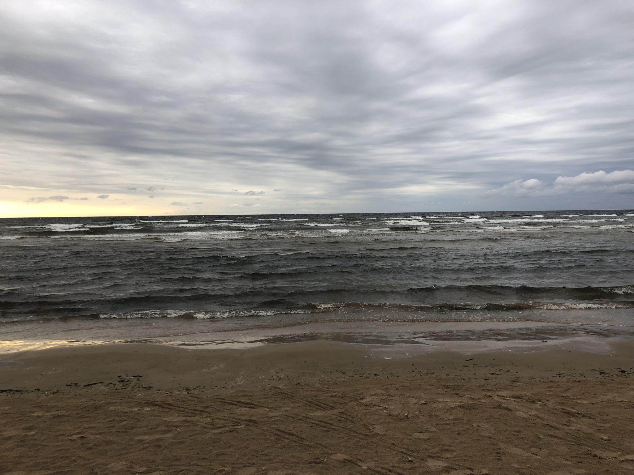Meer Strand und Wolken bei Jūrmala in Lettland