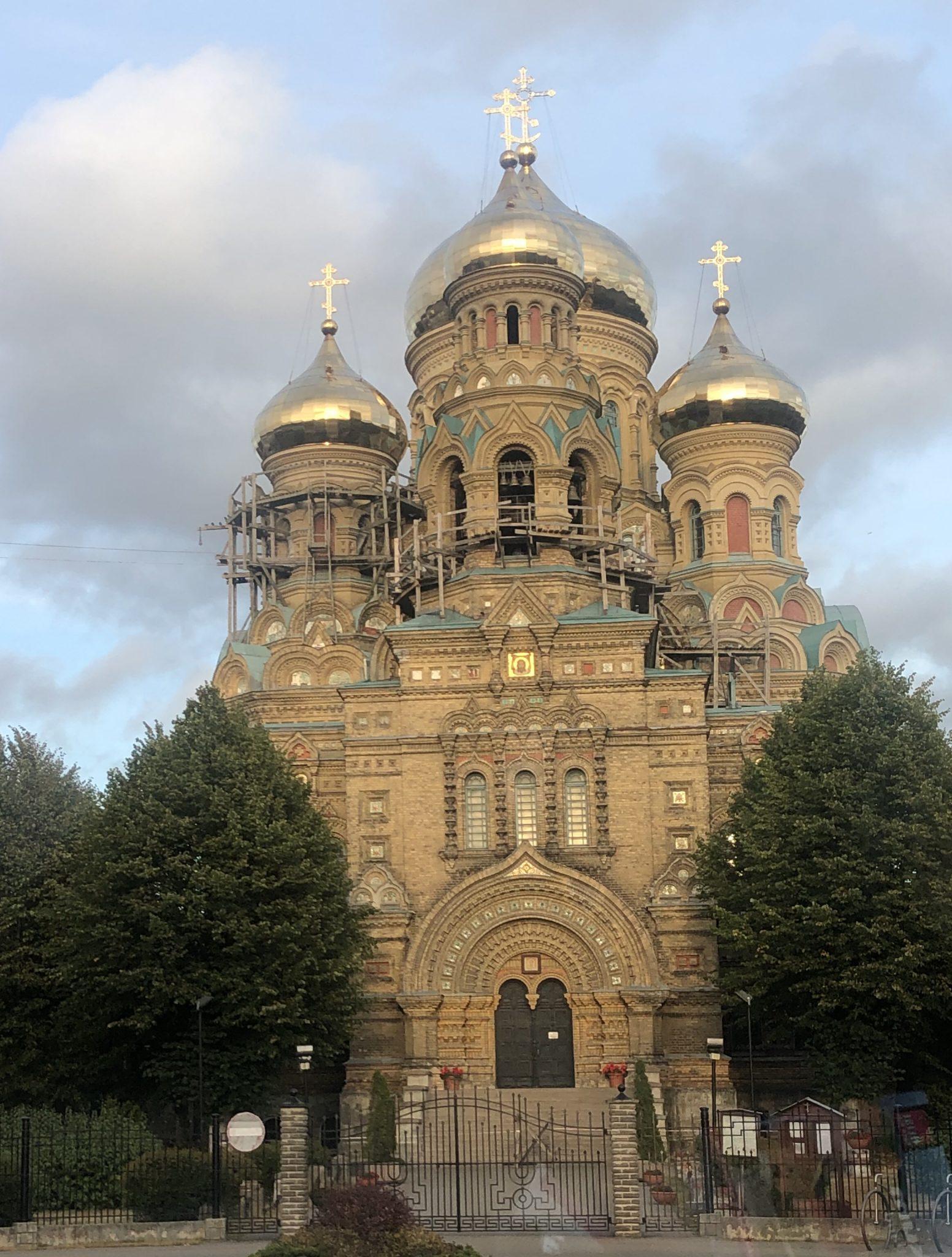 Fassade der Nikolaus-Kathedrale in der lettischen Stadt Liepāja ist eine russisch-orthodoxe Marinekathedrale und befindet sich im Stadtteil Karosta