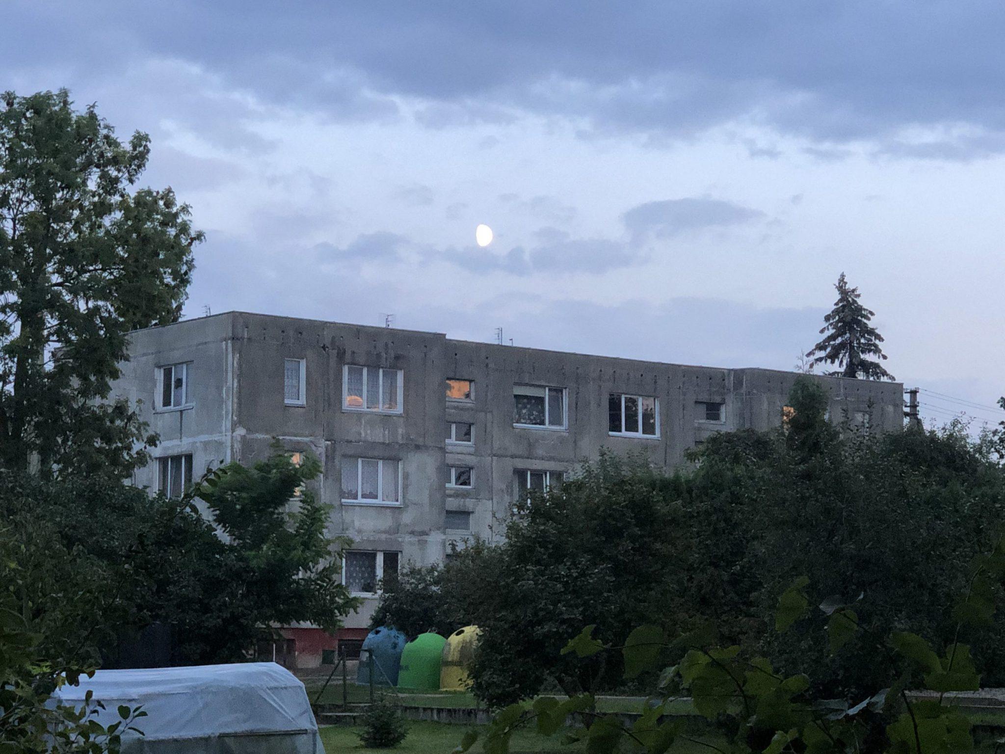 Sovjetische Plattenbauten im litauischen Ort Schirwindt an der russischen Grenze