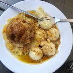 So sieht ein Essen in Polen aus: Schweinefleisch Sauerkraut und Kartoffelpüree