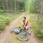 Ursula und Fahrrad im Spinnen Wald