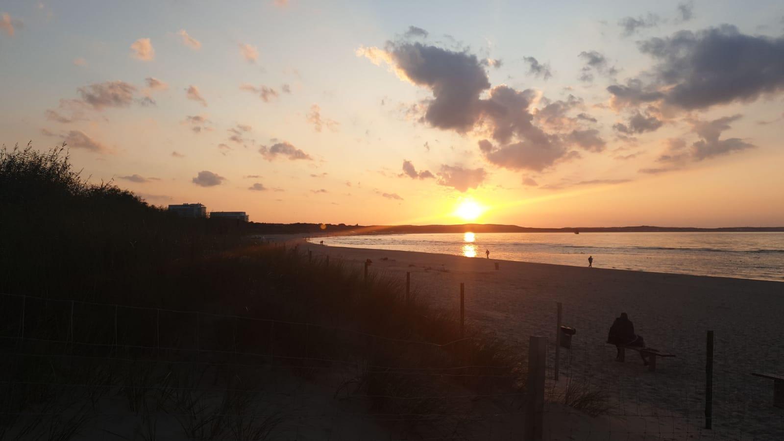 Sonnenuntergang am Strand von Swinemünde in Polen