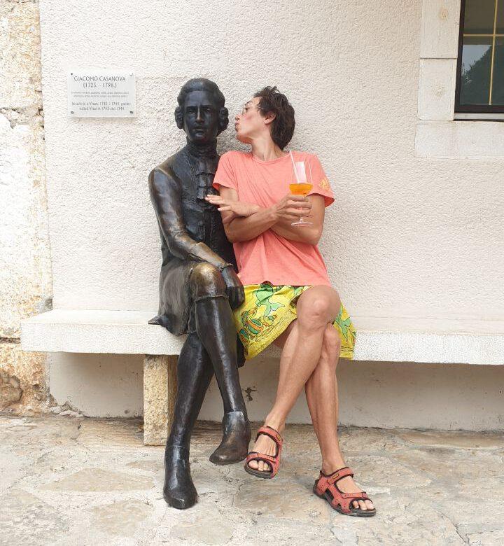 Casanova war auch mal in Vrsar wie eine beliebte Bronzestatue zeigt