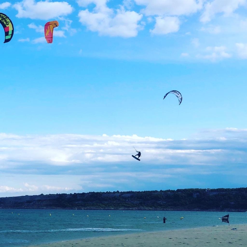 Kitesurfer springt 10 Meter hoch in LaFranqui