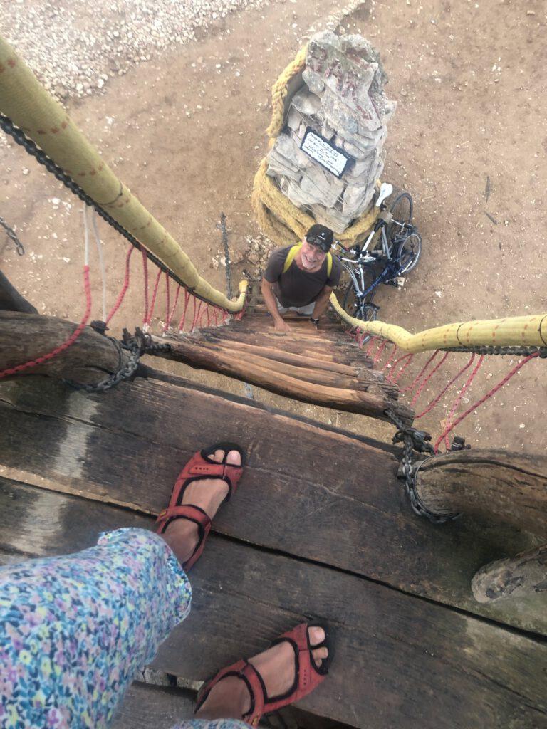 Die Strickleiter führt zum Piratenausguck der Safari Bar