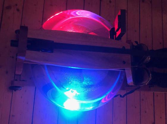 Beleuchteter Wassertank für atmosphärische Fitness